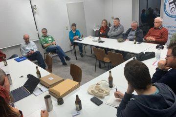 Mitglieder des Radler-Stammtischs Marl diskutieren